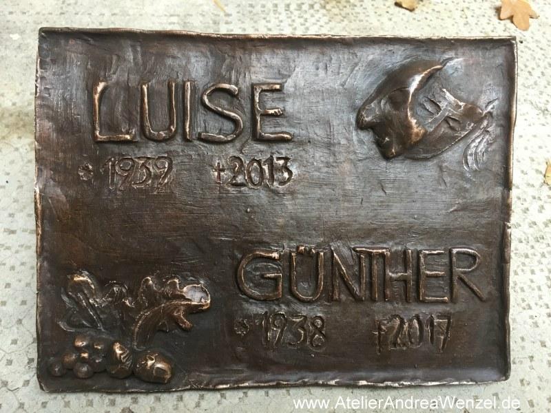 Bronzetafel für Grab